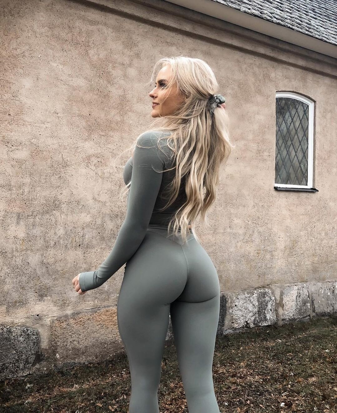 Anna nystrom in taut stretched pants, workout clothes
