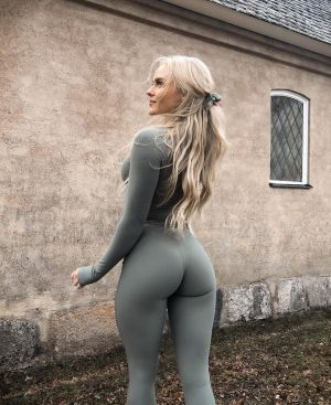 Pic - Anna nystrom in taut stretched pants, workout clothes