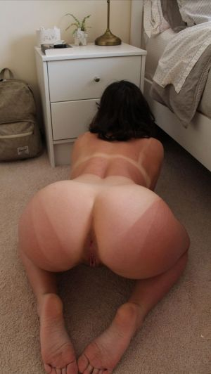 Pic - ideal butt with cute tanlines