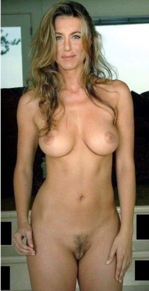 Pic - molten bare jennifer aniston!!!