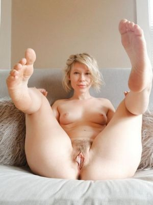 Pic - sleek blond vagina