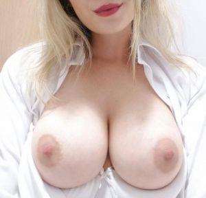 Pic - Angelic lips and boobs