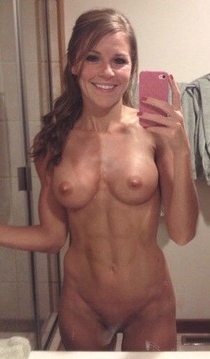 Pic - nice ebony-haired cougar with good smile  fit six fill