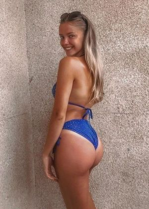 Pic - handsome butt swimsuit girl