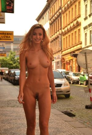 Pic - Nude blond in public