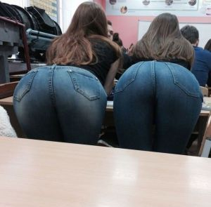 Pic - plump butts in jeans