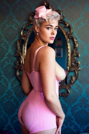 Pic - Stefania_model the definition of plumper
