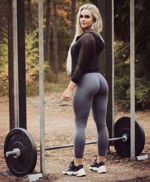 Pic - Yep, she squats!