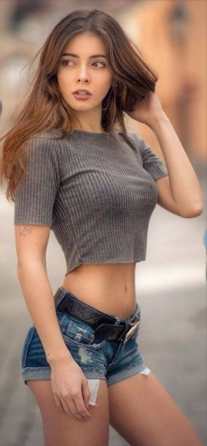 Pic - Non-nude ideal brunettes figure