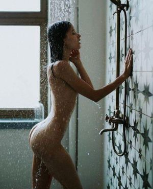 Pic - I would do anything just to join her in the bathroom