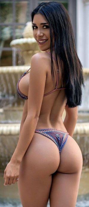 Pic - handsome latina with good butt