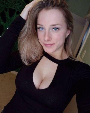 Pic - Dem tits tho