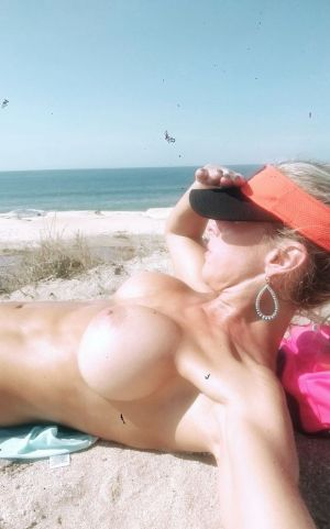 Pic - Fitnflirtyvixen looking for men to help put sunscreen on her boobs.