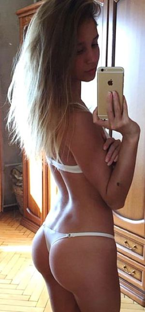 Pic - ideal bodied teenager selfie